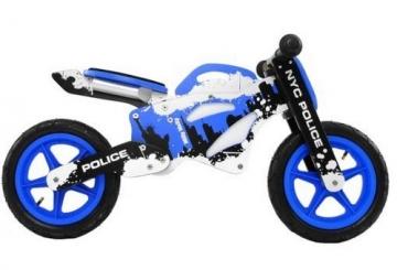 motorrad laufrad aus holz in polizei oder feuerwehr optik kindermotorrad. Black Bedroom Furniture Sets. Home Design Ideas